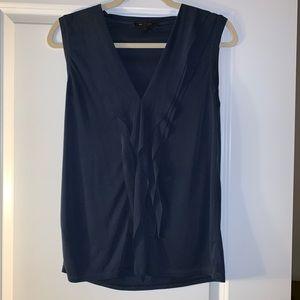Flowy BCBG sleeveless top with vneck
